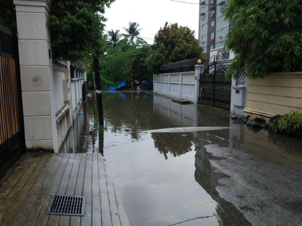 Die Regenzeit macht den Weg nach Hause etwas beschwerlicher.